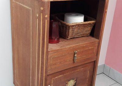 Ein zweites Leben im Badezimmer für einen alten Nachttisch